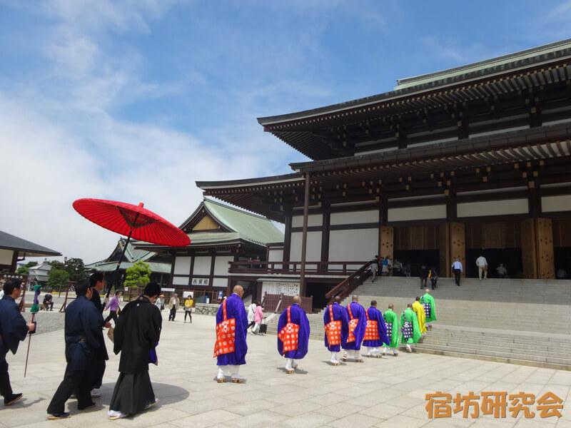 成田山新勝寺の境内