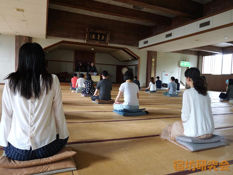 青少年文化研修道場の坐禅