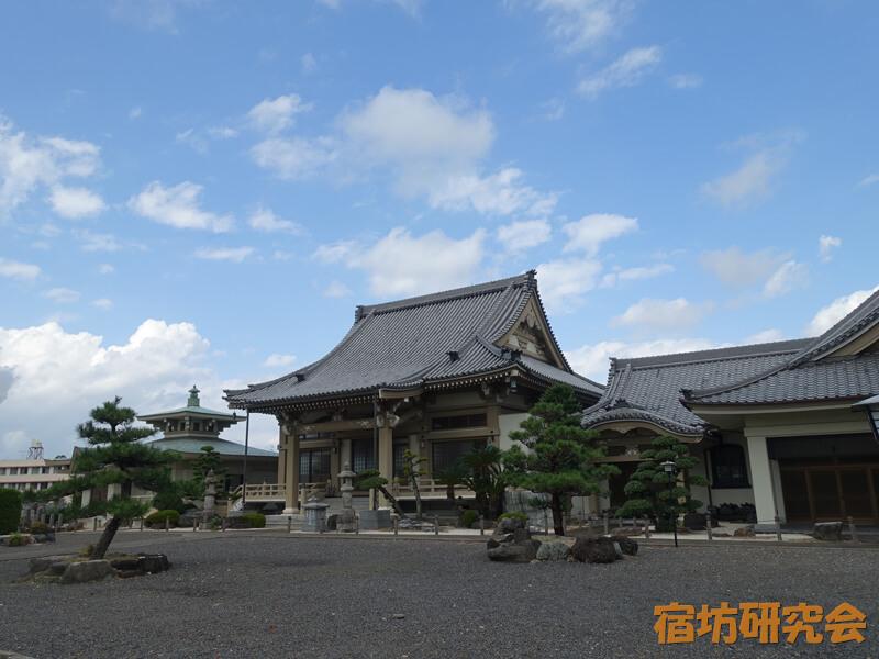 泰岳寺の境内
