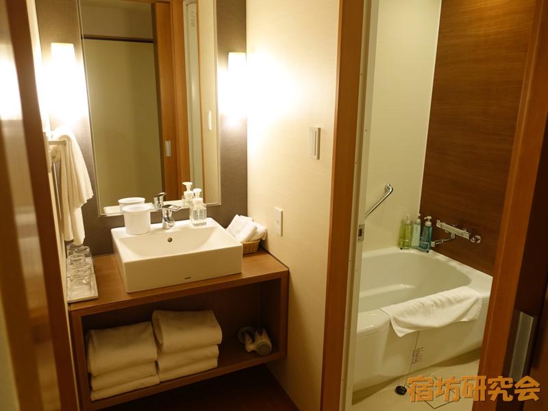 知恩院和順会館のお風呂と洗面所