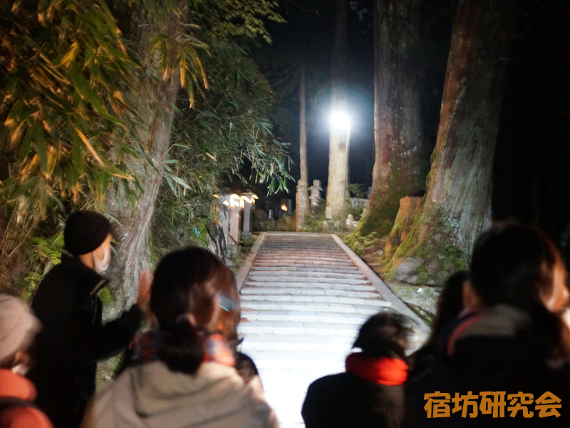 高野山の奥之院ナイトツアー