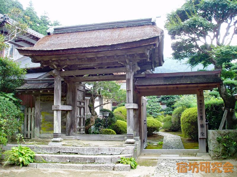 青岸渡寺尊勝院の門