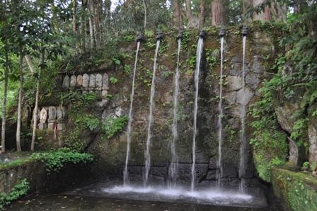 日石寺の滝