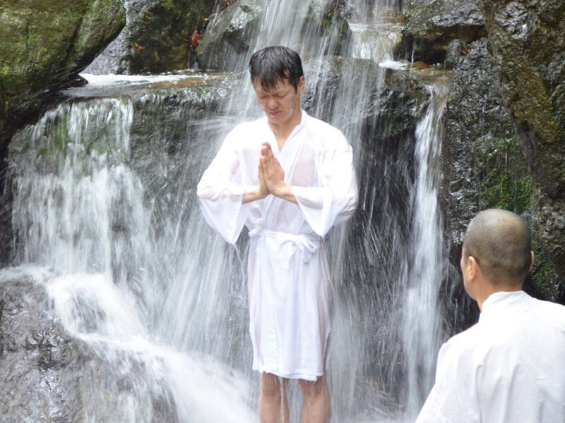 祖聖大寺の滝行