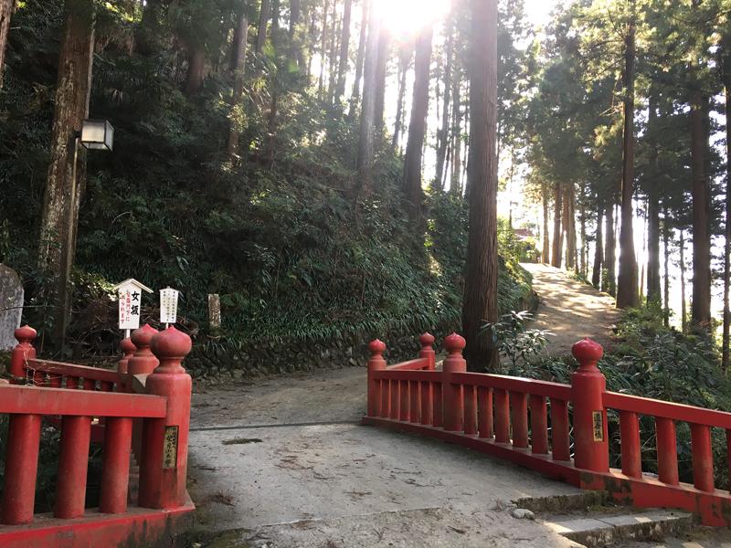 身延山久遠寺の女坂入り口