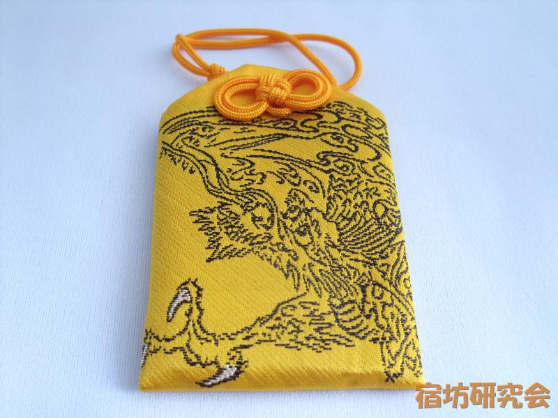戸隠神社『天井に描かれている龍をあしらったお守り』