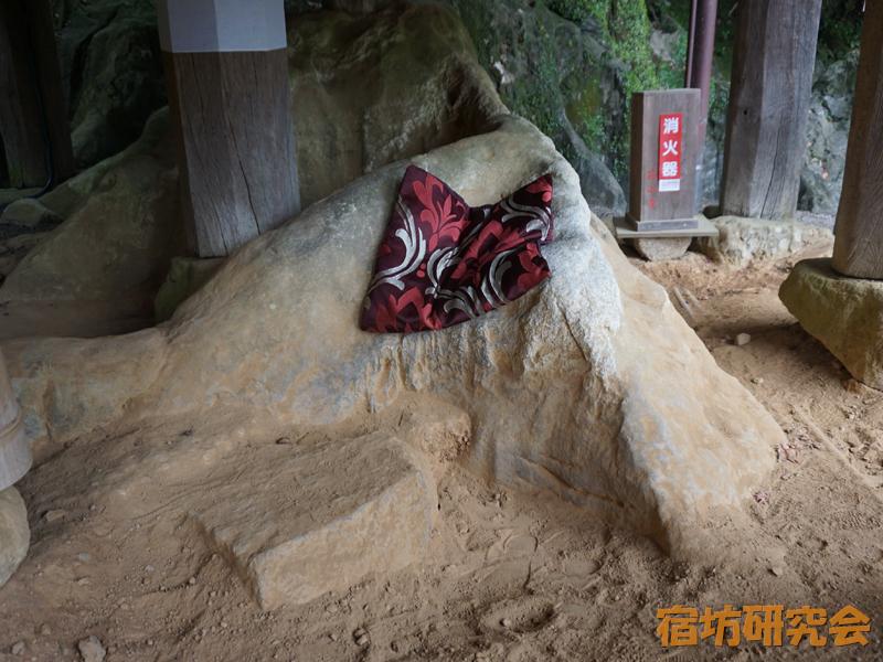石山寺の腰掛石
