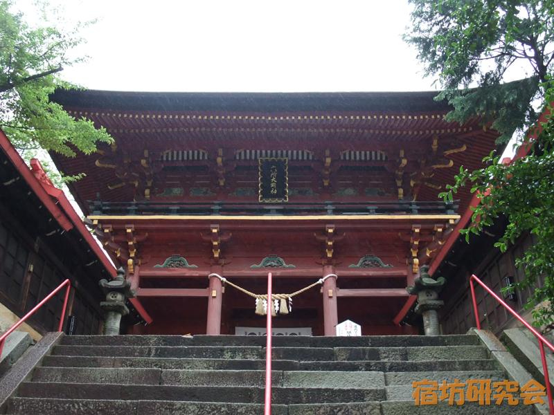 六所神社の楼門