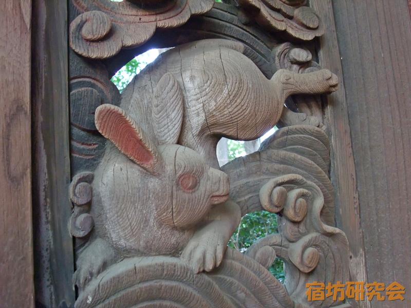 調神社の兎の彫刻