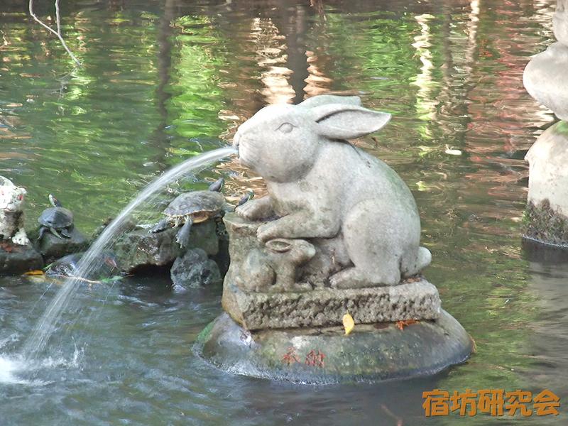 調神社の兎の噴水