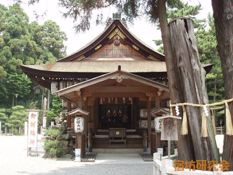 建部大社の拝殿