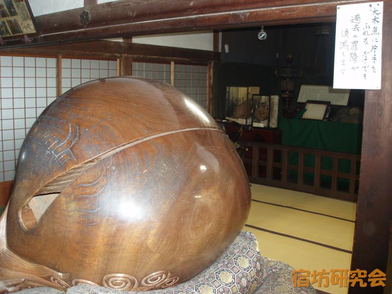 桃巌寺の巨大木魚