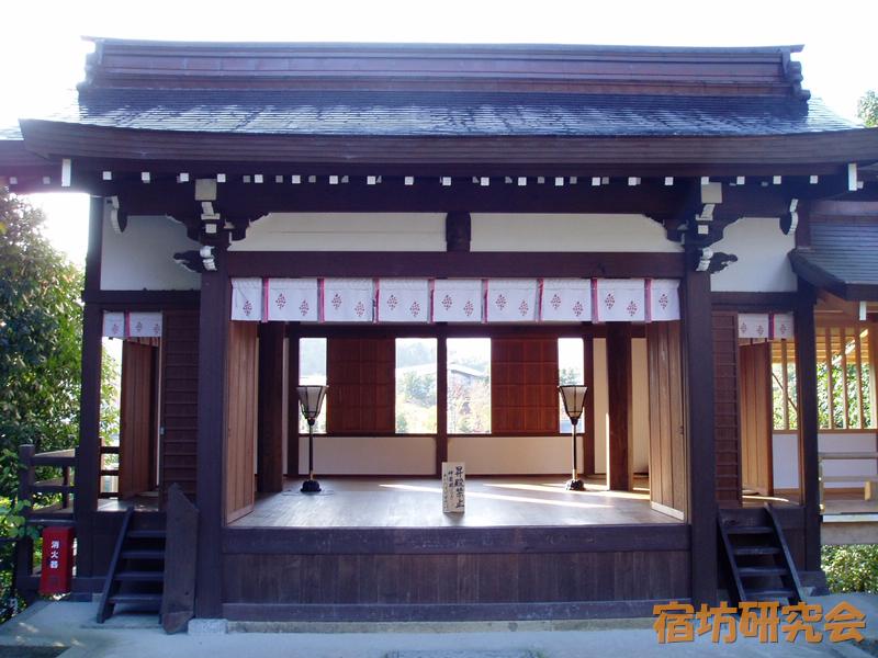 飛鳥坐神社の舞台