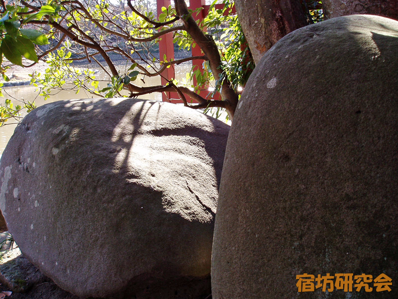 鶴岡八幡宮の政子石