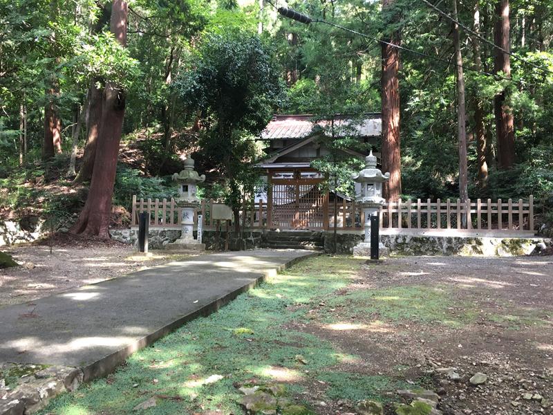 上ノ山八幡社の境内