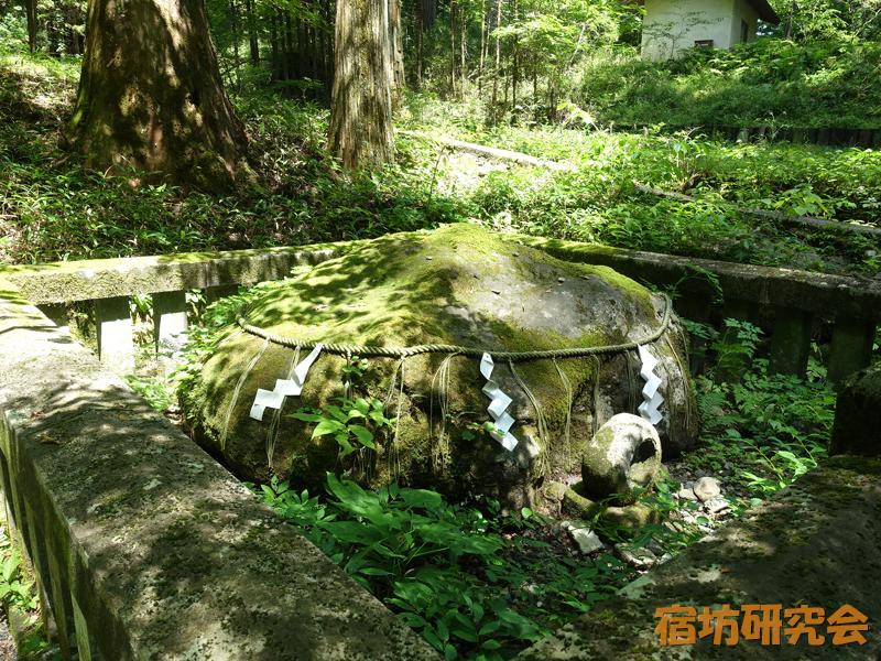滝尾神社の子種石
